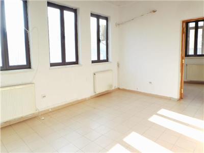 Apartament 4 camere Calea Calarasilor, vis-a-vis de metrou Muncii