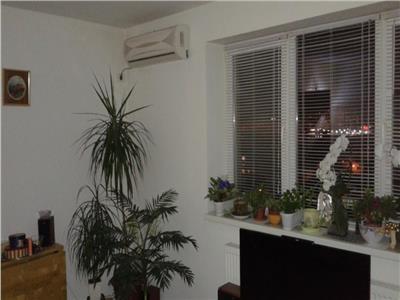 Apartament 3 camere Titan, Billa
